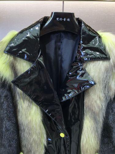 Фото Зимняя женская куртка с лисьим мехом и овечьей кожи - ukrfashion.com.ua