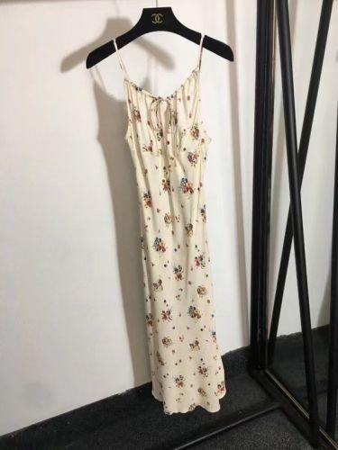 Элегантное длинное платье с открытой спинной