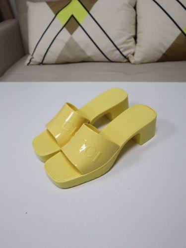 Босоножки желтые