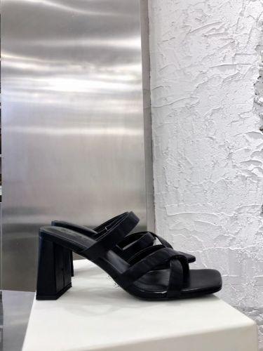 Фото Стильные босоножки на высоком каблуке, цвет черный - ukrfashion.com.ua