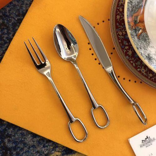 Набор столовых приборов на одну персону (ложка, вилка, нож)