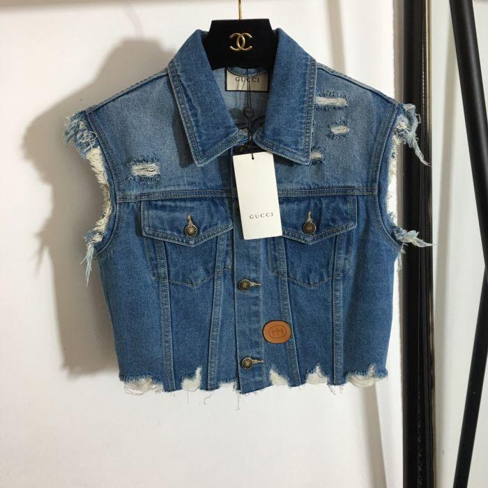 Фото Модный джинсовый жилет с вышитым рисунком Дональда Дака - ukrfashion.com.ua