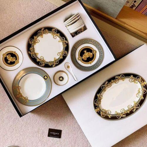 Набор фарфоровой посуды из 53 элементов, с использованием золота 18к