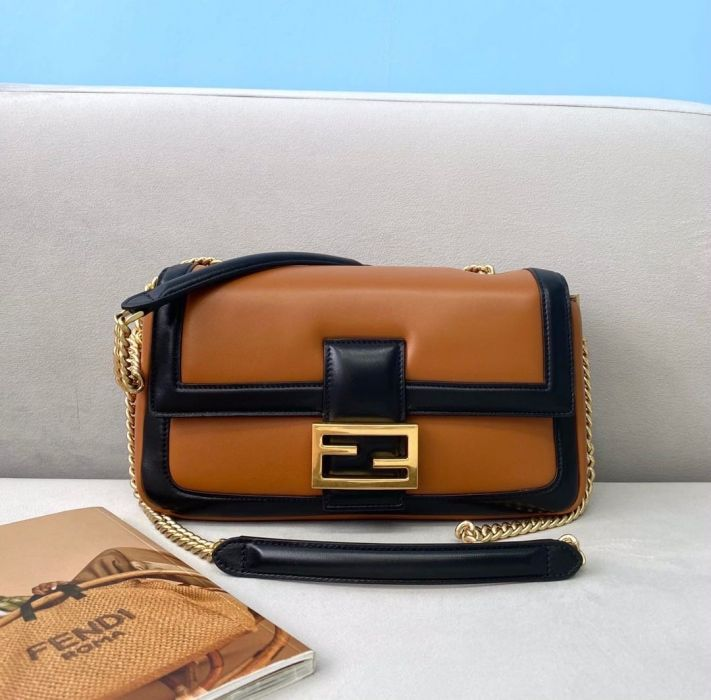 Фото FENDI Baguette - ukrfashion.com.ua