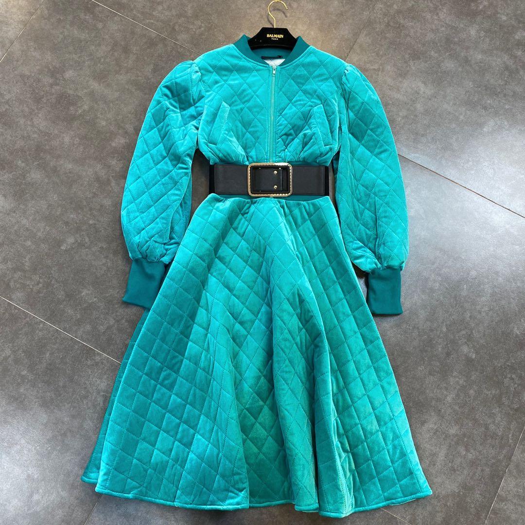 Платье, размер M
