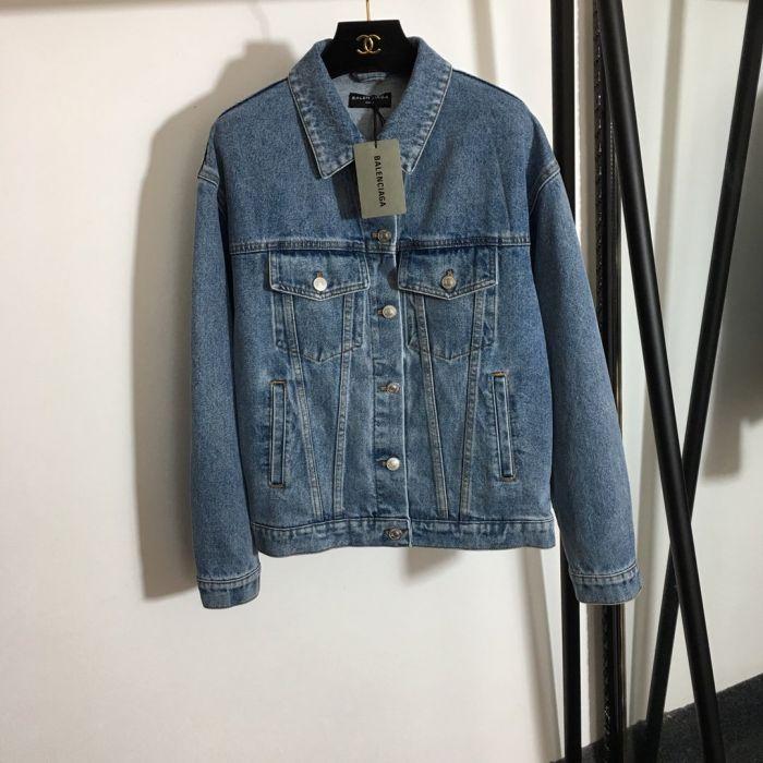 Джинсовая куртка с длинными рукавами синяя