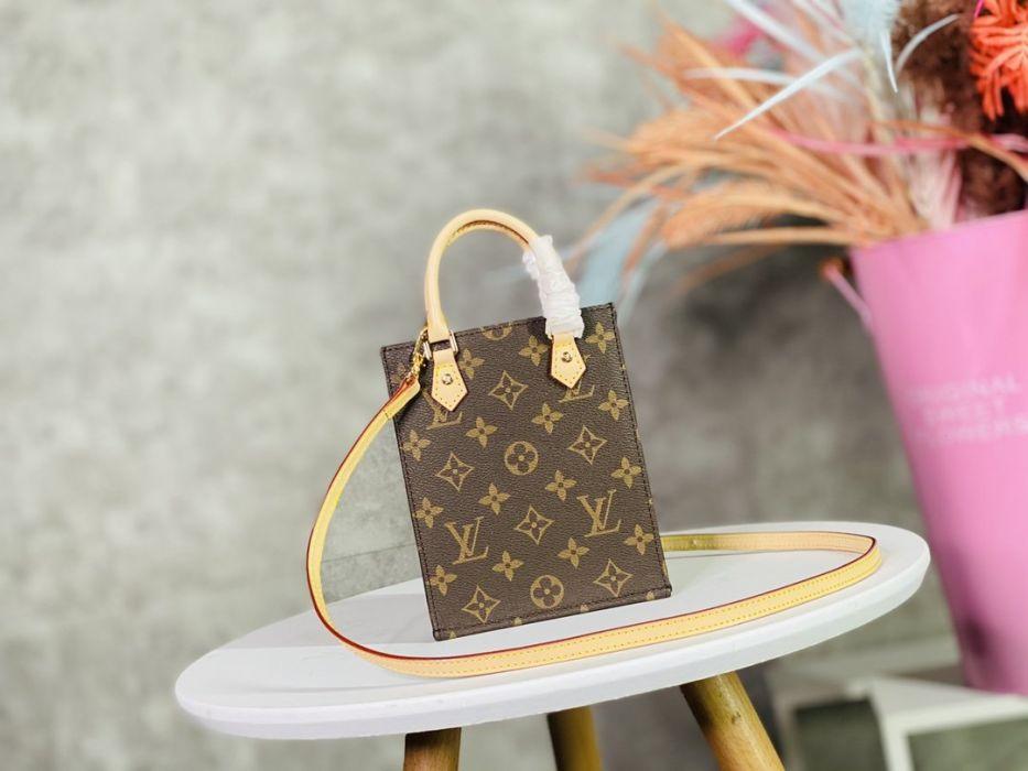 Фото Квадратная кожаная сумка 20x25x10 - ukrfashion.com.ua
