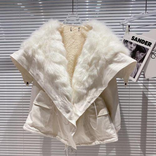 Фото Зимняя куртка оверсайз с мехом овчины и воротником из меха кролика - ukrfashion.com.ua