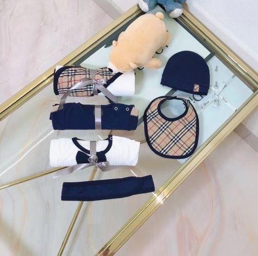 Набор одежды для младенца