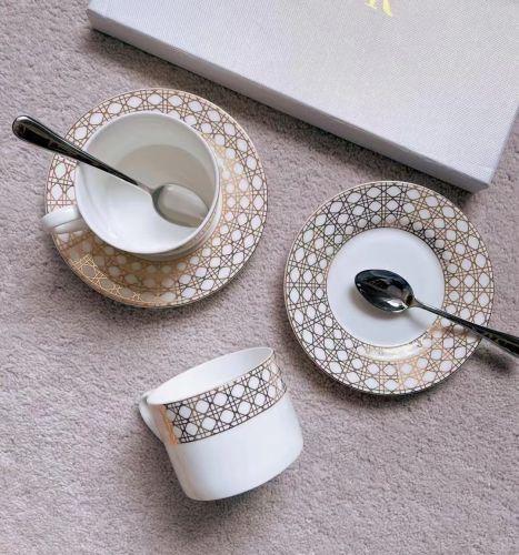 Чайный набор посуды из фарфора