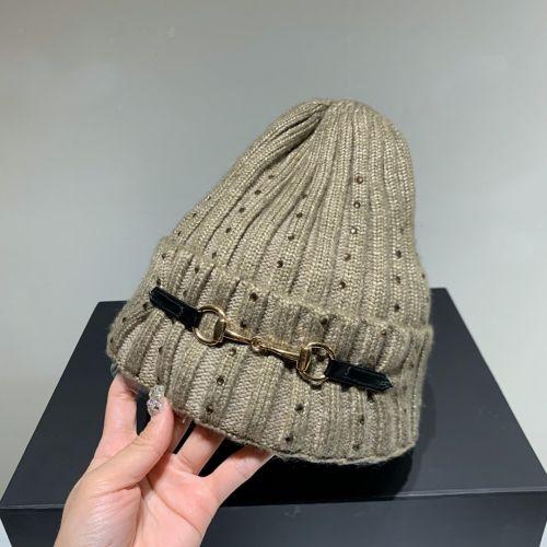 Фото Зимняя вязаная шерстяная шапка - ukrfashion.com.ua