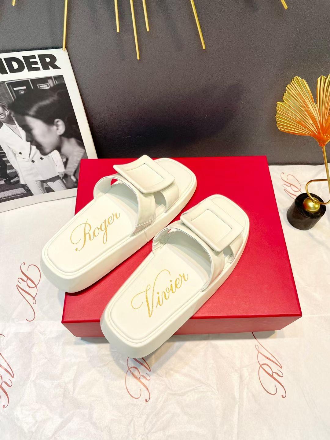 Roger Vivier Модные шлепки из коллекции 2021 года