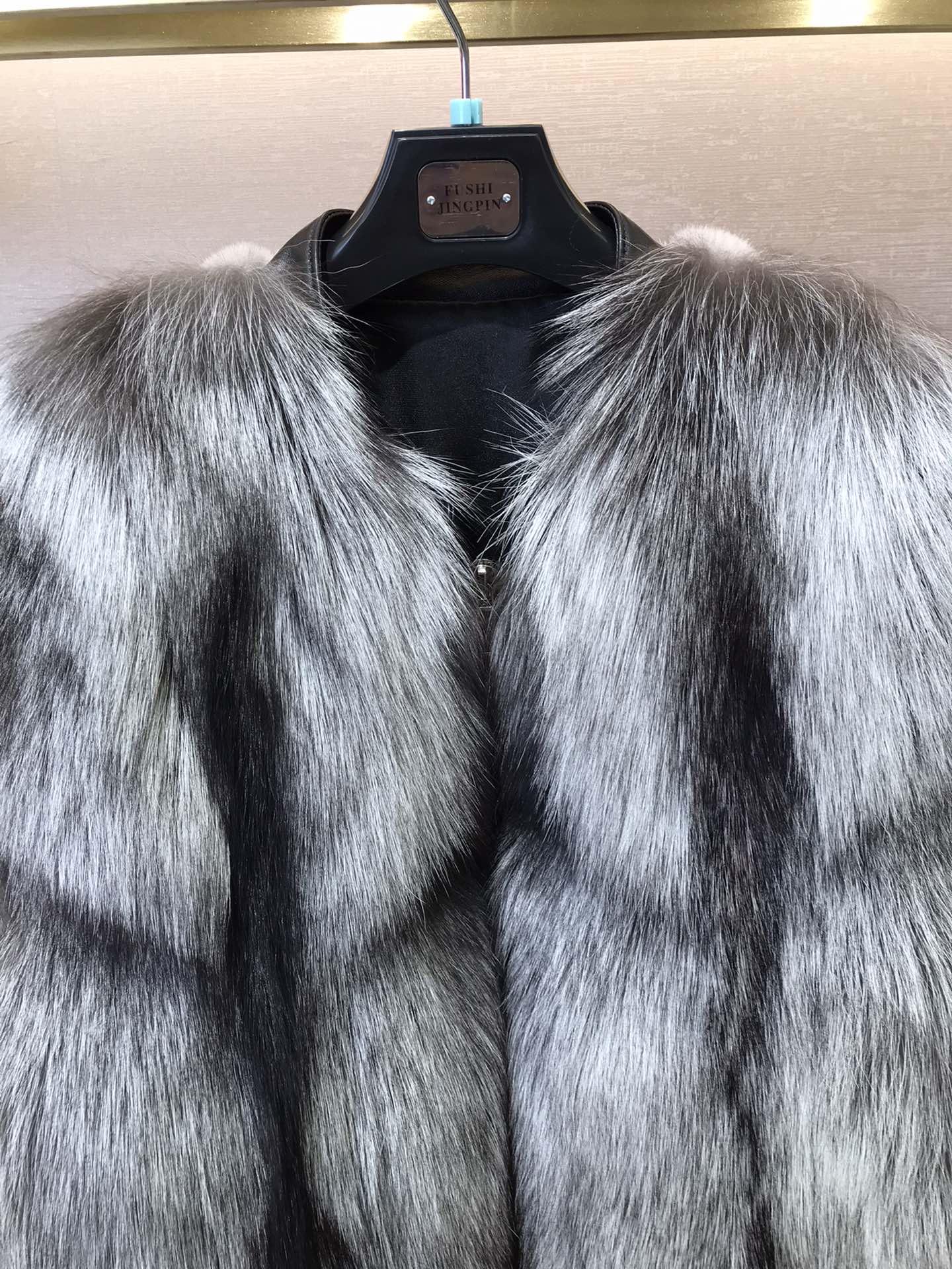 UkrFashion Шуба зимняя с мехом норки сзади и лисьим спереди