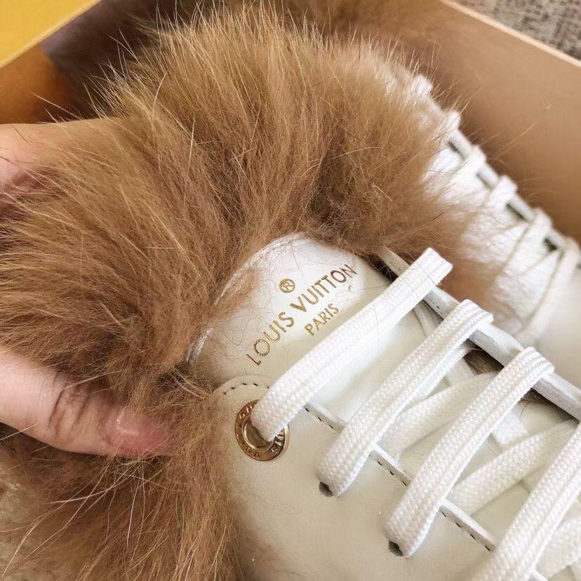 Louis Vuitton Очень красивые кроссовочки с мехом