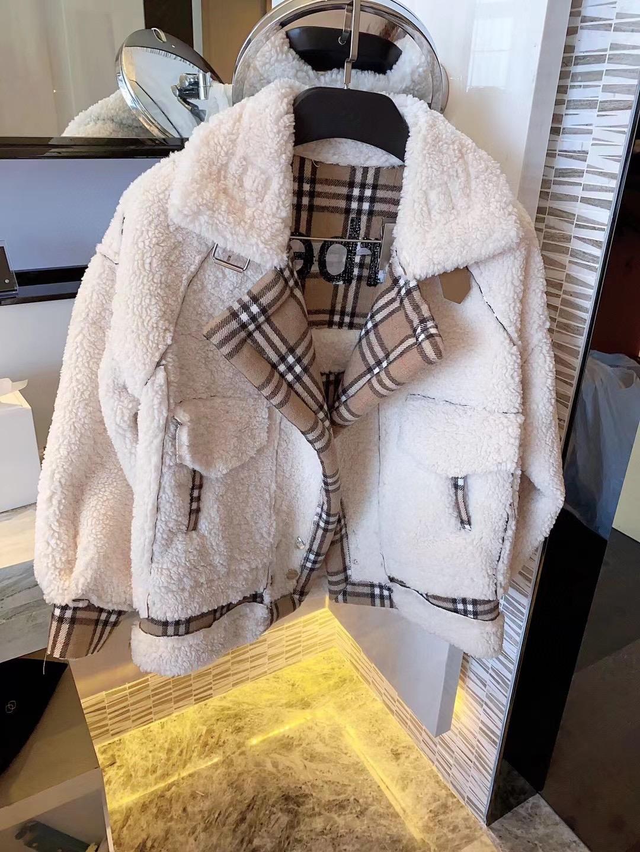 Burberry Стильная женская куртка