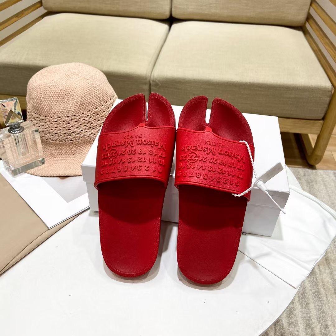 Maison Margiela Шлепки из коллекции 2021 года, красные