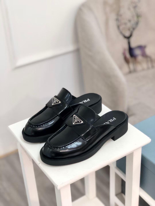 Prada Туфли женские на каблуке Early Spring Triangle, черные