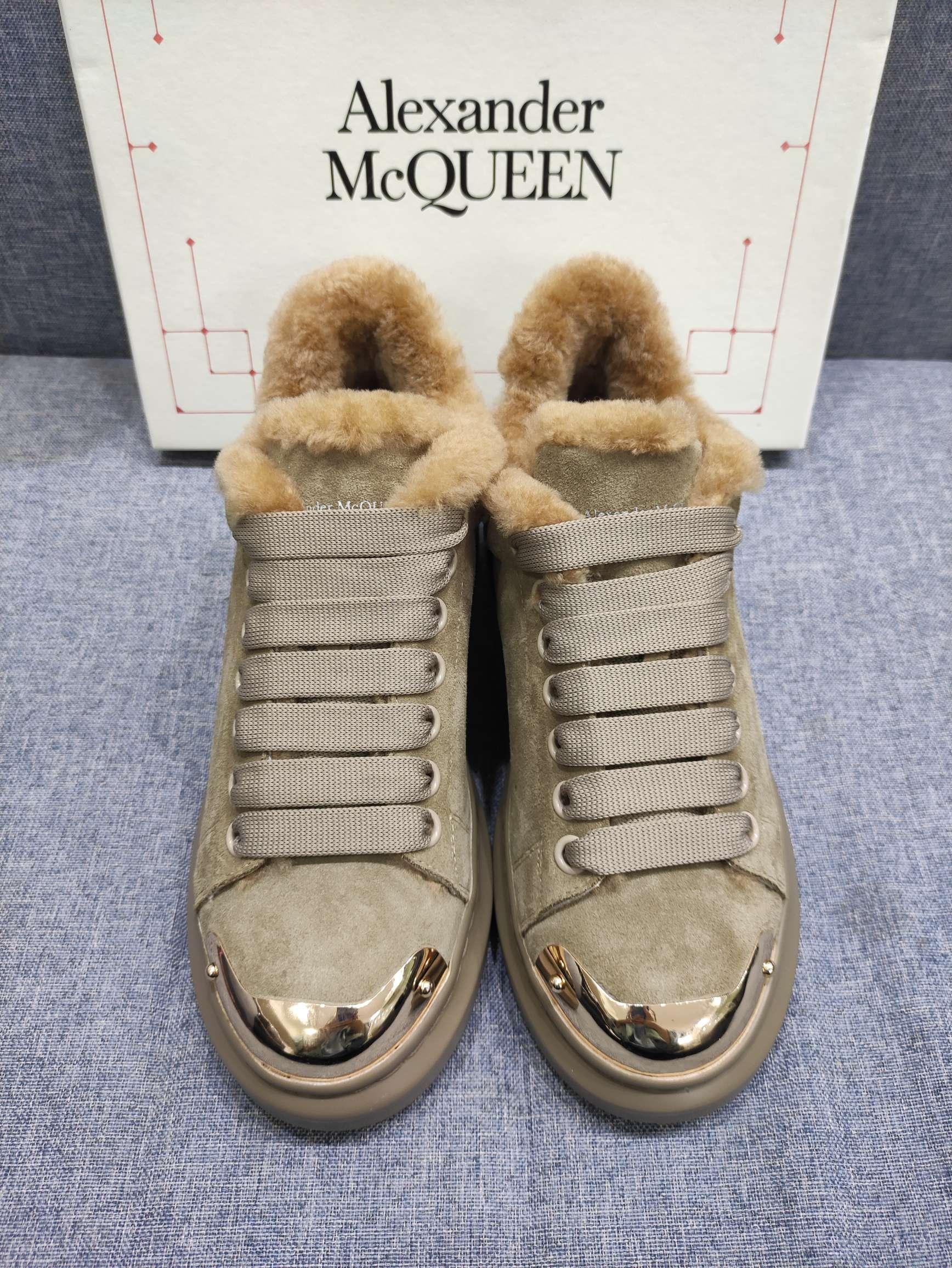 Фото Ботинки зимние женские замшевые с мехом - ukrfashion.com.ua