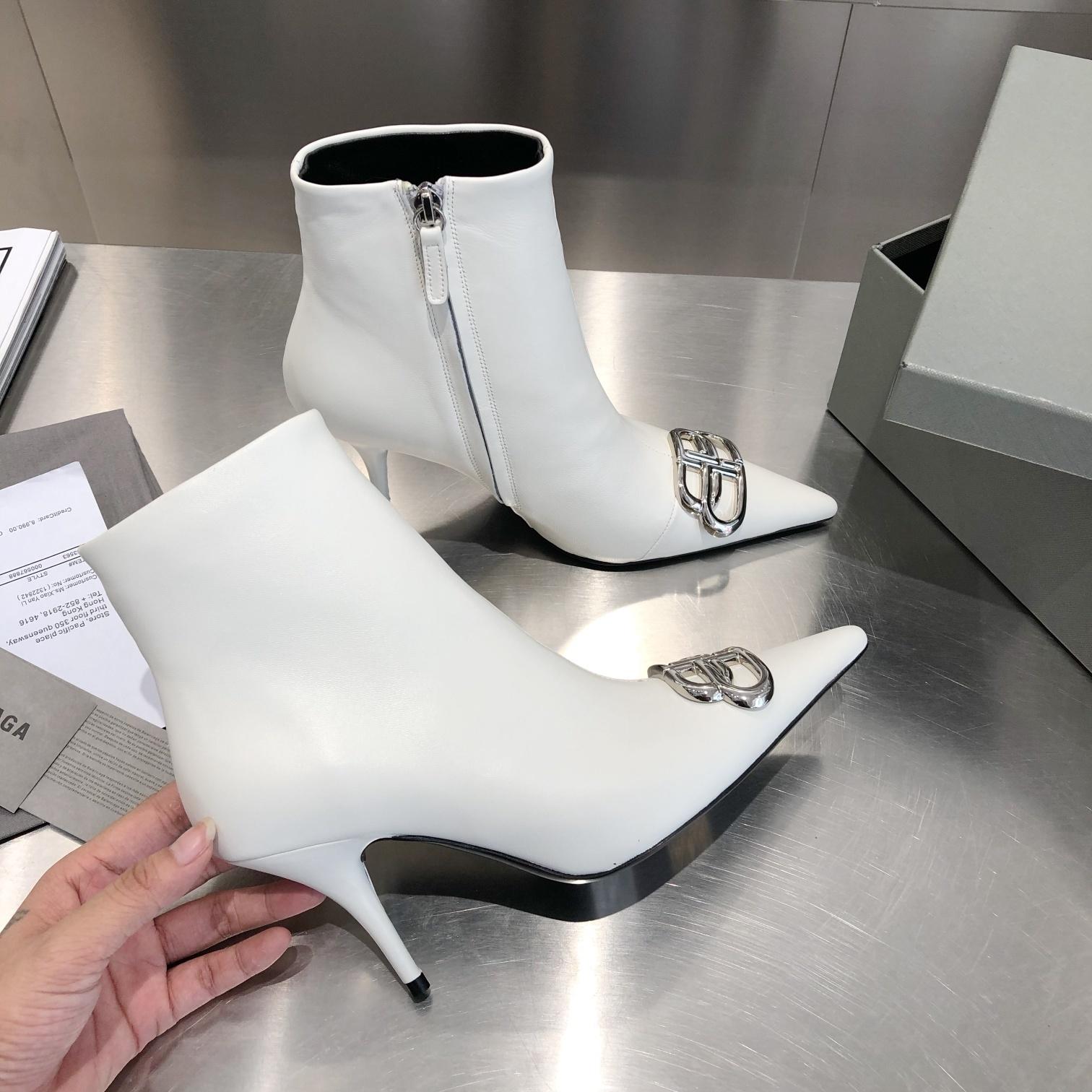 Фото Ботинки на высоком каблуке с острым носком - ukrfashion.com.ua